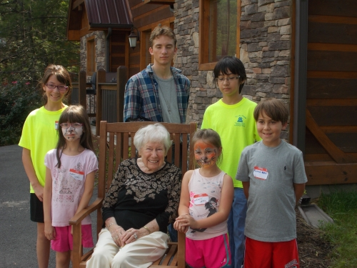 Vivian Rittenhouse at 2014 Reunion with Great Grandchildren